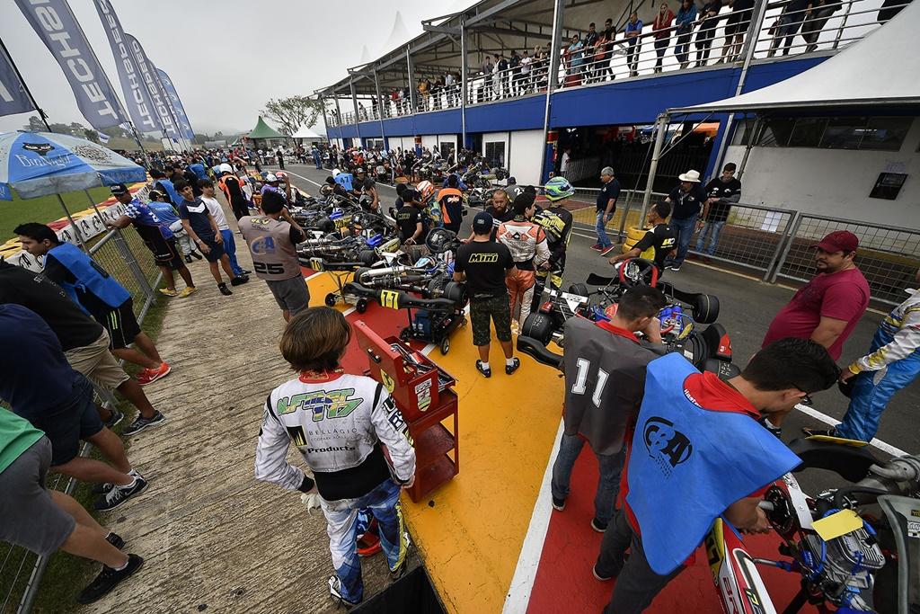 Photo of Brasileiro de Kart: Muito trabalho no primeiro dia de treinos