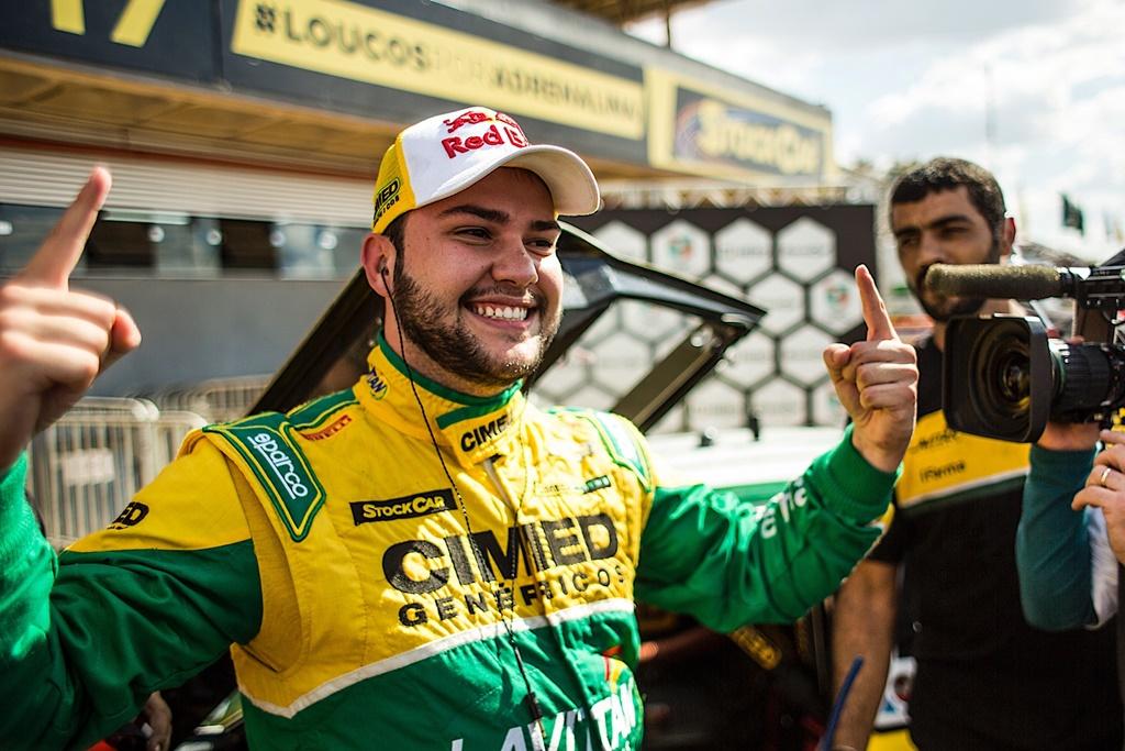 Photo of Felipe Fraga coloca Cimed Racing na pole position da Stock Car em Curvelo