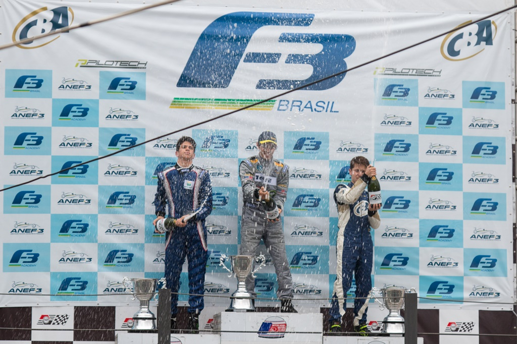 Photo of Guilherme Samaia herda a vitória e amplia vantagem na liderança da F-3 Brasil