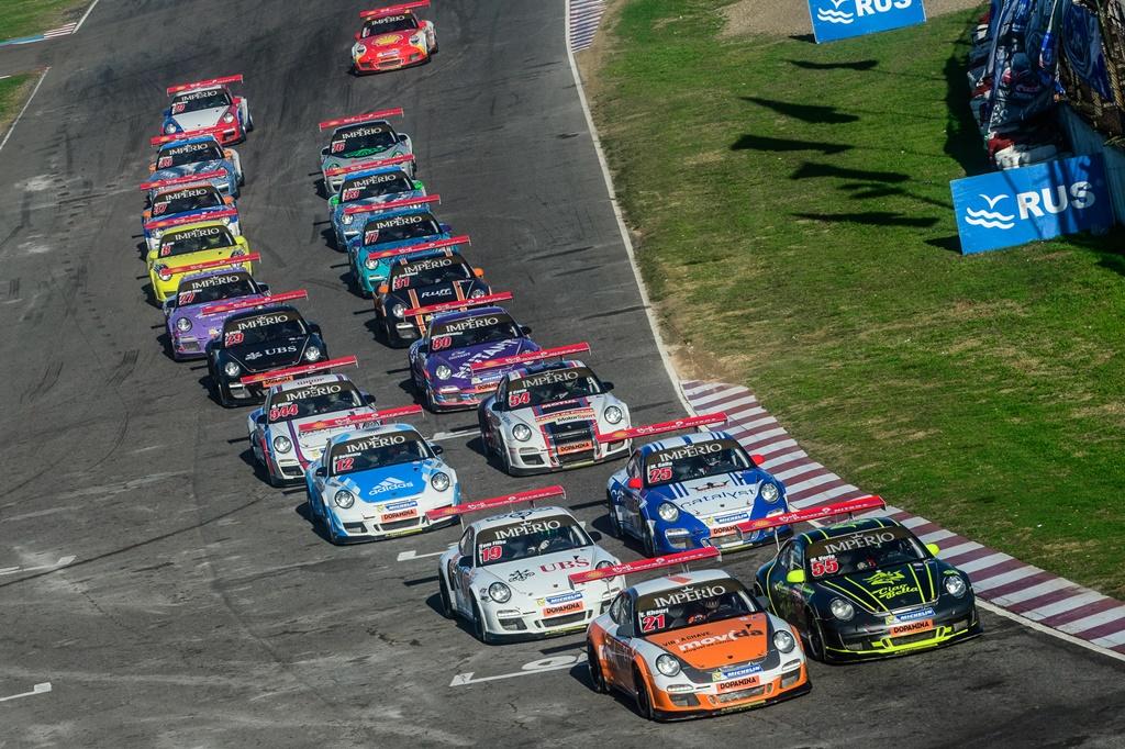 Photo of Rodrigo Baptista e Eloi Khouri dominam as disputas em Buenos Aires na Porsche Império GT3 Cup