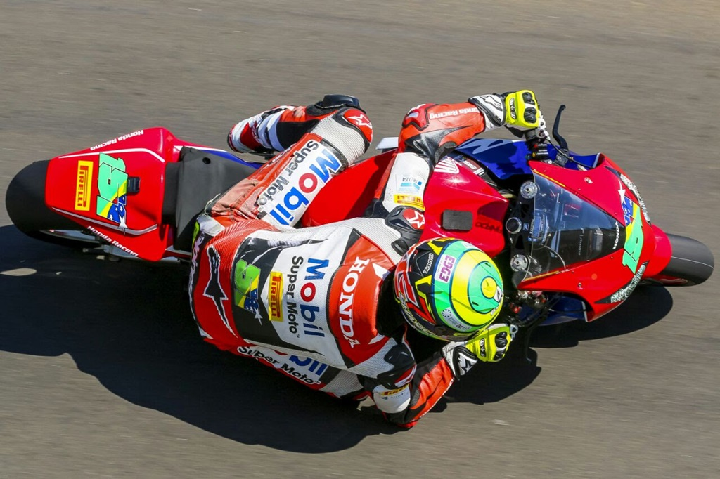Photo of Eric Granado volta as pistas brasileiras com pole position no SuperBike Brasil