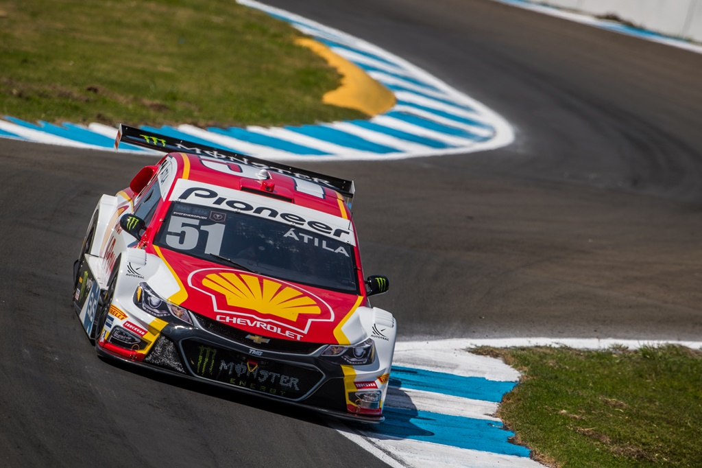 Photo of Calor, pista ondulada e asfalto abrasivo desafiam Shell Racing no primeiro treino em Londrina
