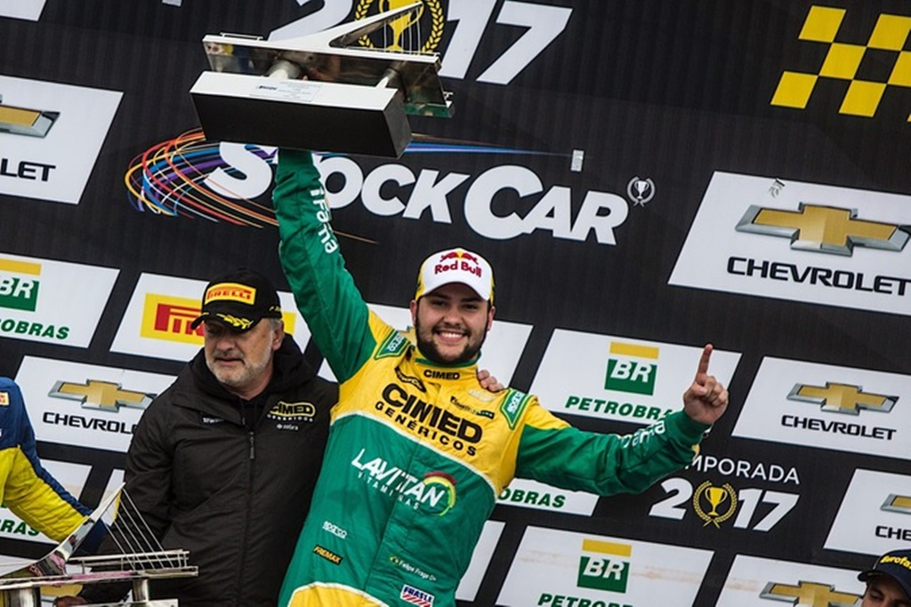 Photo of Stock Car – Fraga vence corrida principal, sobe para 3º e entra na briga pelo título com recorde de pontos