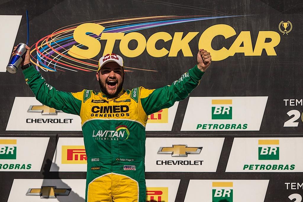 Photo of Stock Car – Felipe Fraga renova com Cimed Racing por mais dois anos