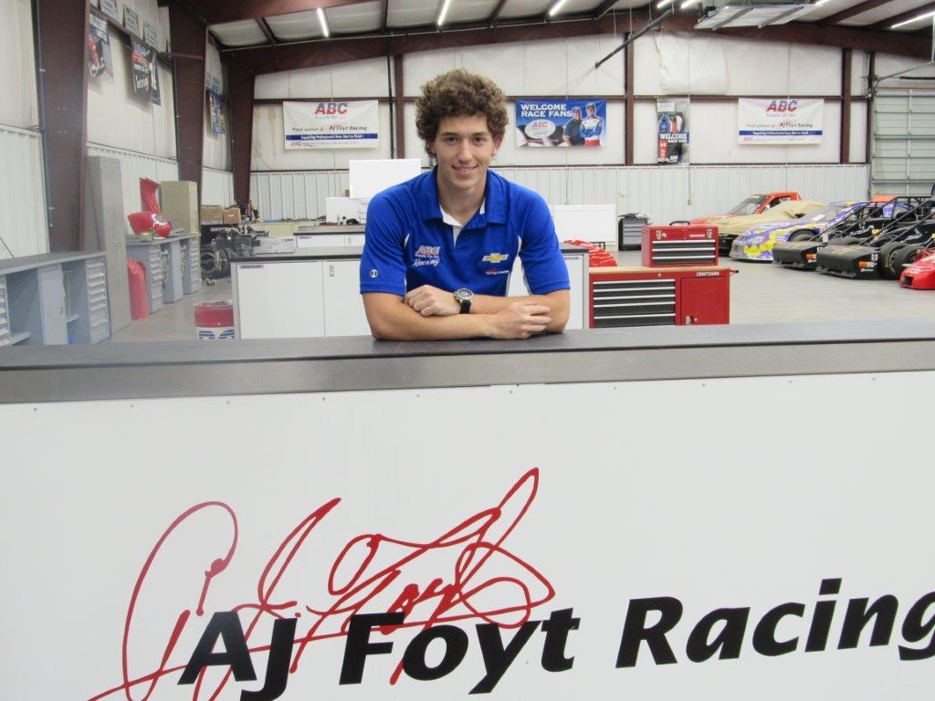 Photo of Fórmula Indy – AJ Foyt contrata Matheus Leist para correr Temporada 2018