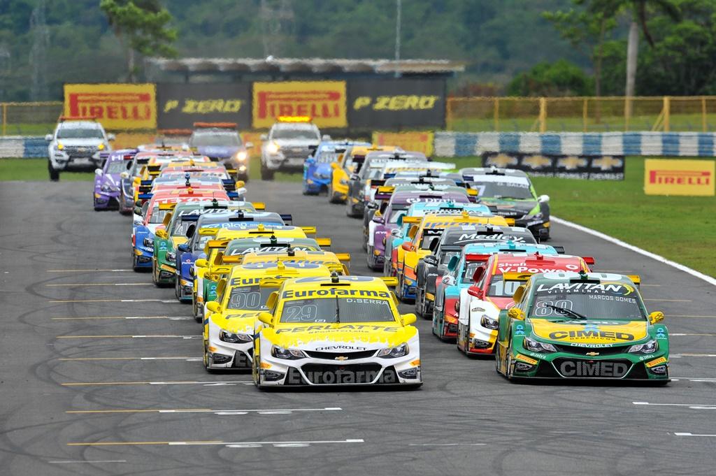 Photo of Stock Car – Palco de grandes disputas, Goiânia 500 tem vitórias de Daniel Serra e Átila Abreu