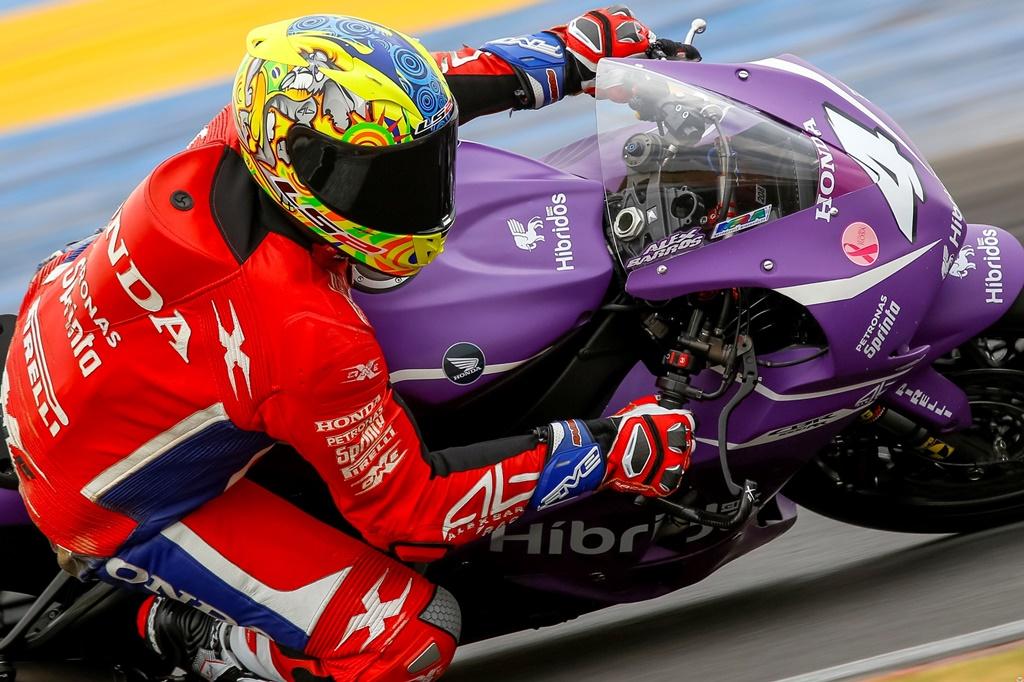 Photo of Super Bike Brasil – Alex Barros busca título inédito do SuperBike Brasil em Interlagos, após dez anos de aposentadoria
