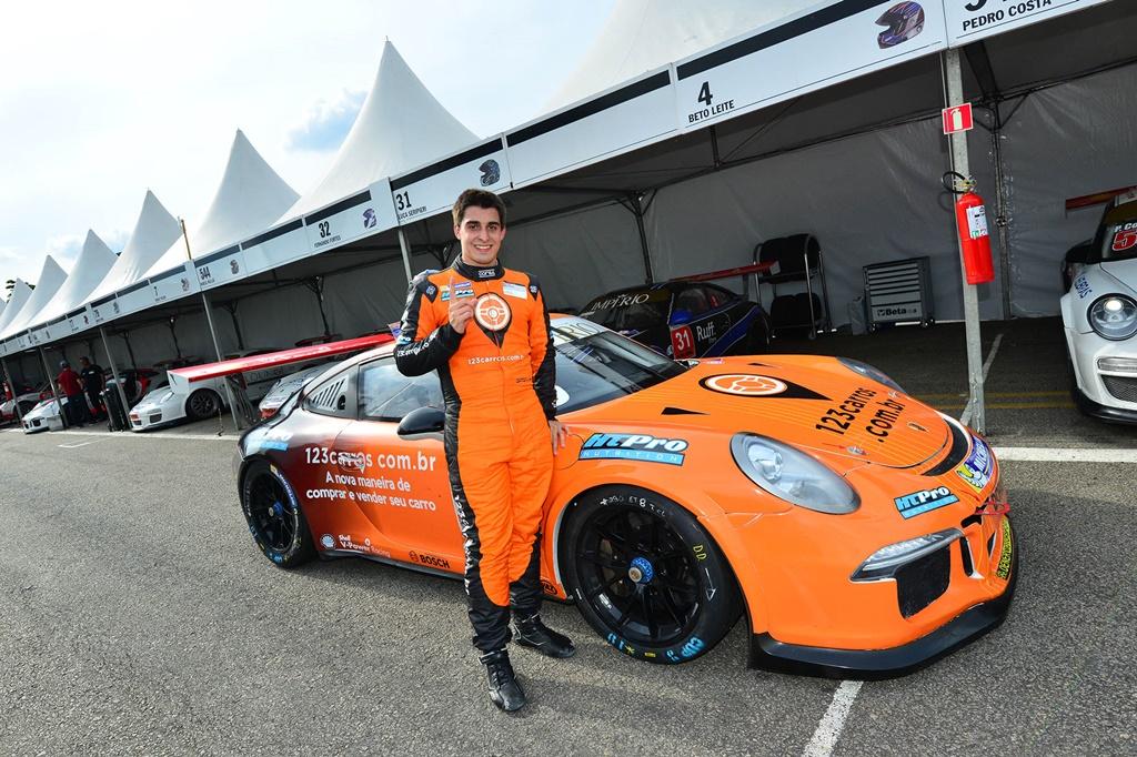 Photo of Porsche Império GT3 Cup – Rodrigo Baptista é o pole na preliminar da F1 em Interlagos