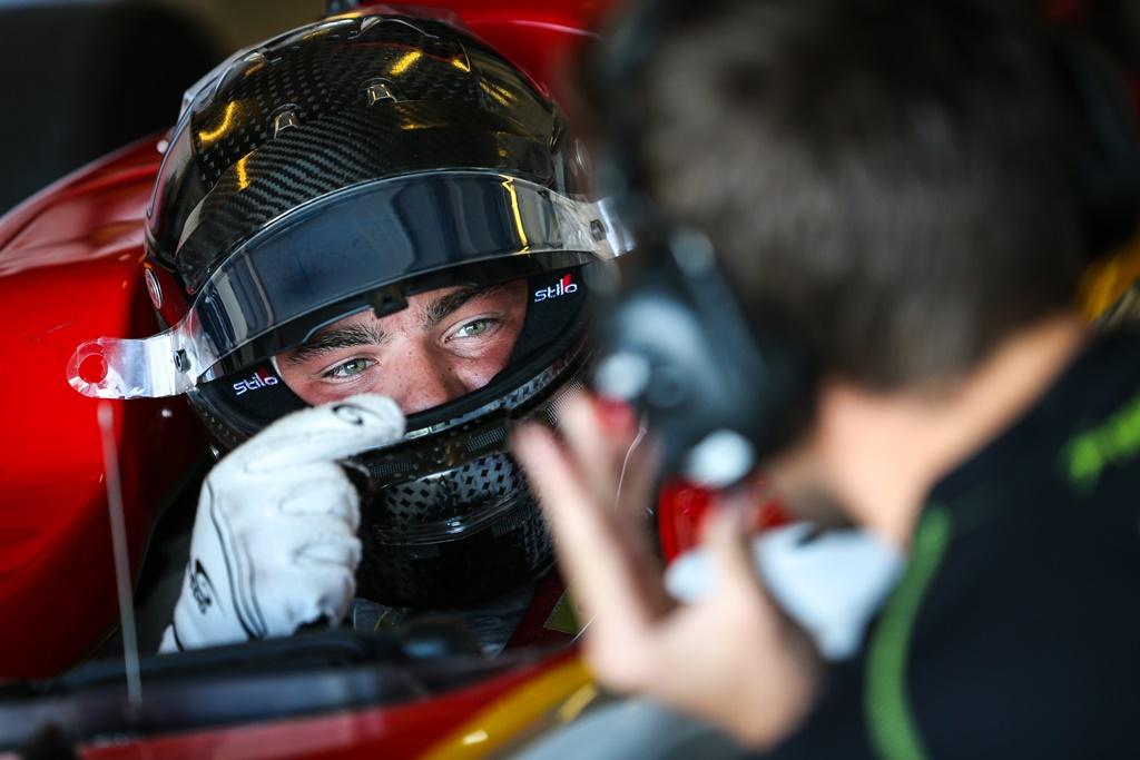 Photo of Thiago Vivacqua se anima com bons testes pela GP3 e Fórmula 2 em Abu Dhabi