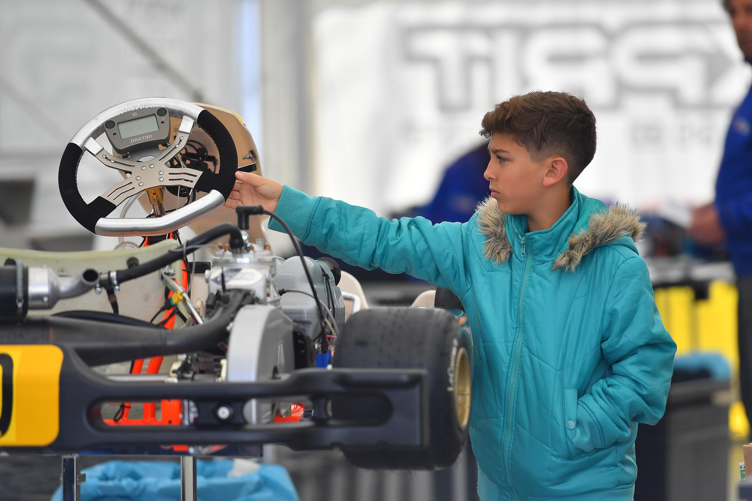 Photo of Kart – Representando o Brasil, Gui Figueiredo inicia disputa do Troféu Academy da FIA, na França