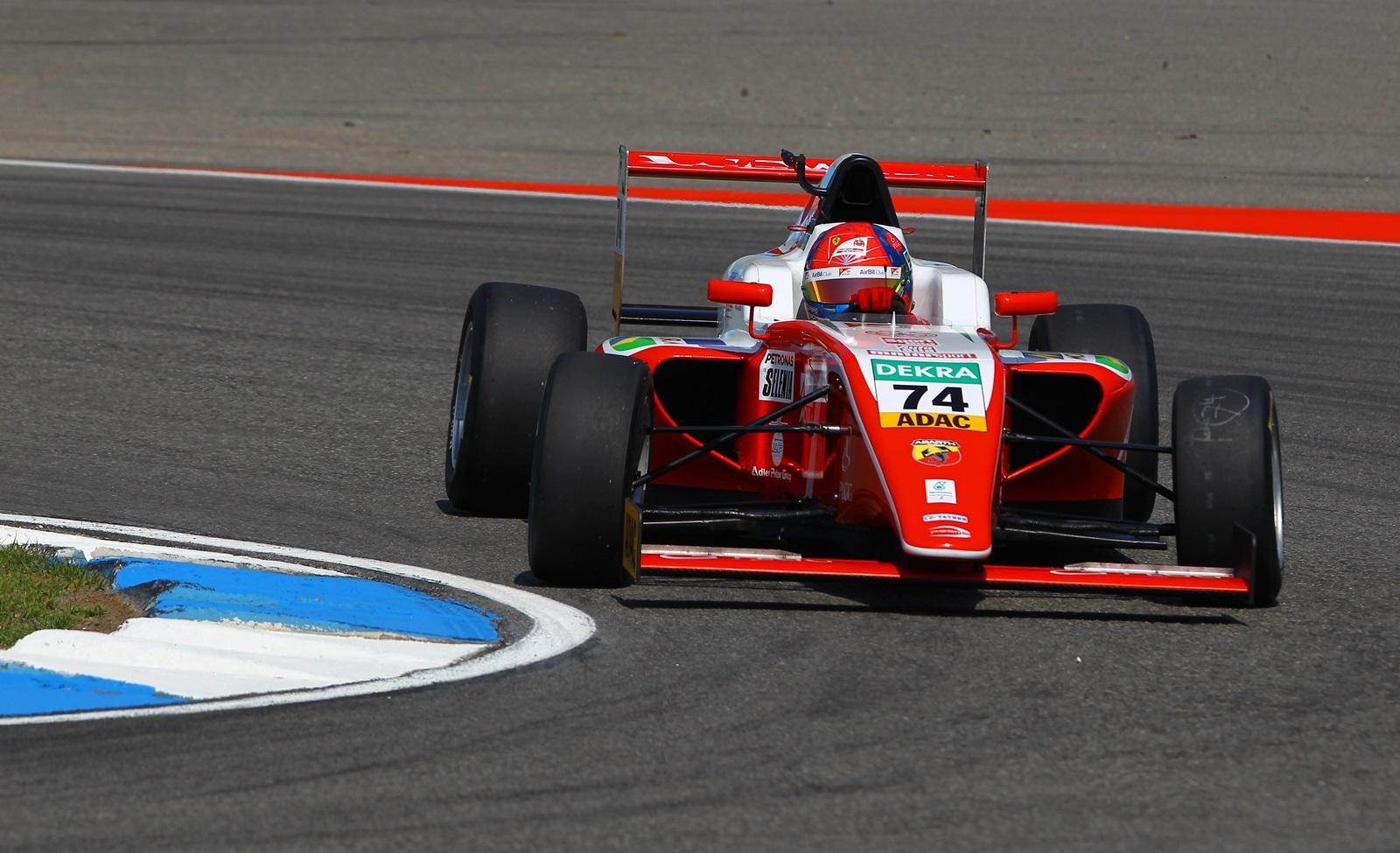 Photo of F4 – Líder da F4 Italiana, Enzo Fittipaldi conquista top-5 em Hockeinheim