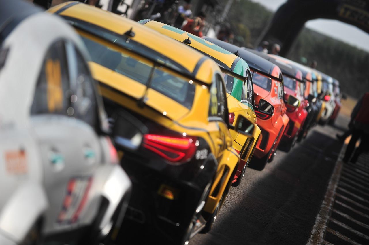 Photo of Mercedes-Benz Challenge: Tozzo e Moraes Jr. largam na frente em Campo Grande