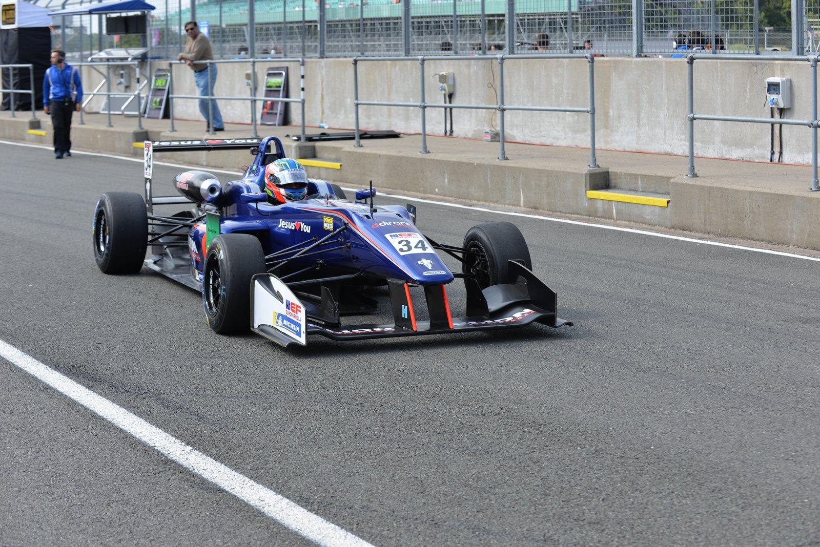 Photo of F3 – Após primeira volta sensacional, Matheus Iorio fica perto do pódio mas câmbio atrapalha no finalzinho