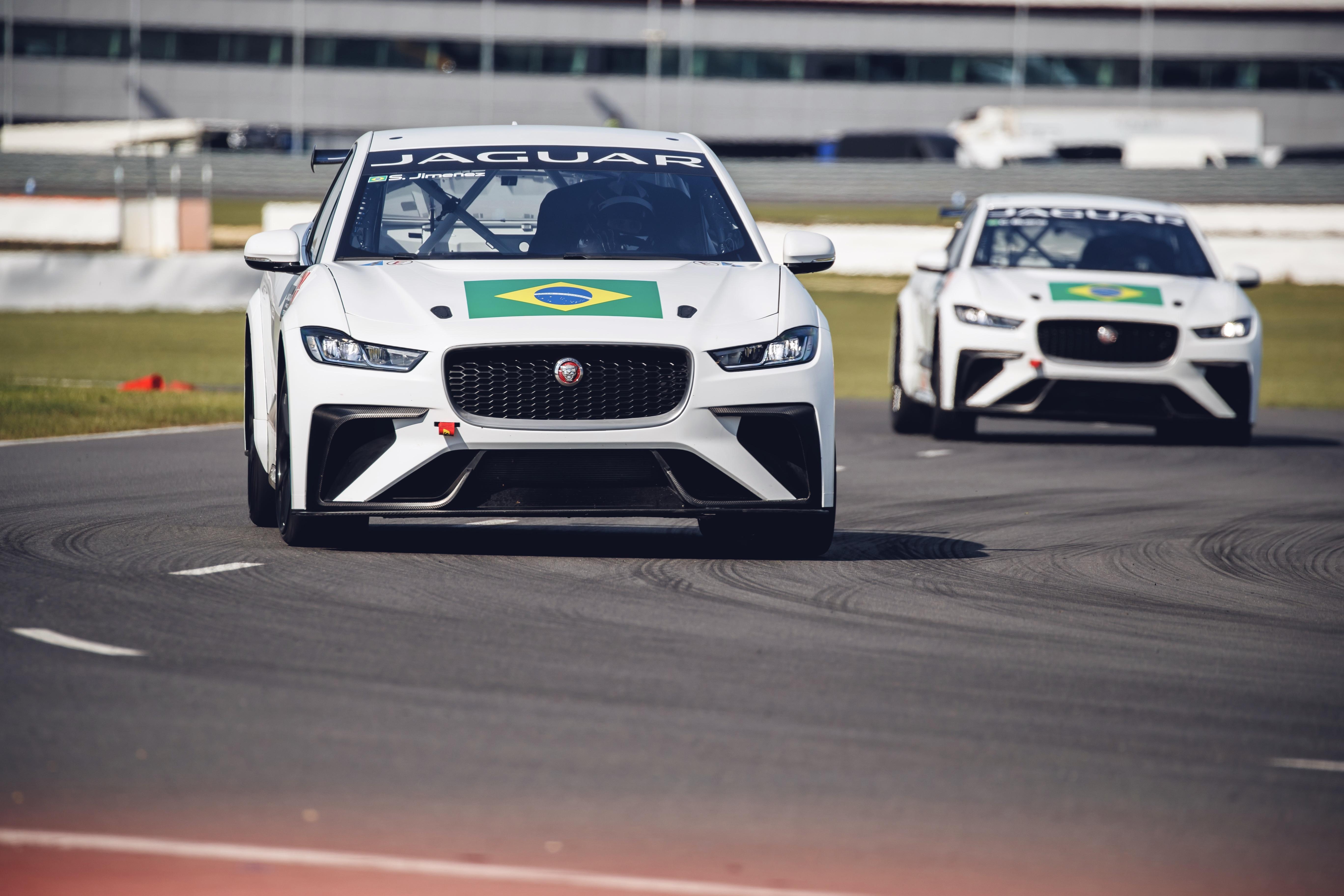 Photo of Eletric – Cacá Bueno e Sérgio Jimenez fazem ajustes finais antes da abertura do Jaguar I-PACE eTROPHY