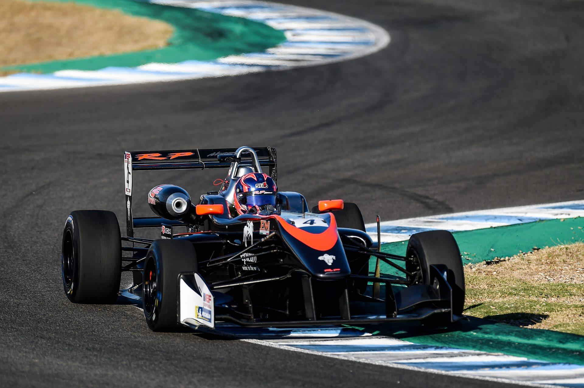 Photo of F3 – Felipe Drugovich testa modificações em Jerez de La Frontera