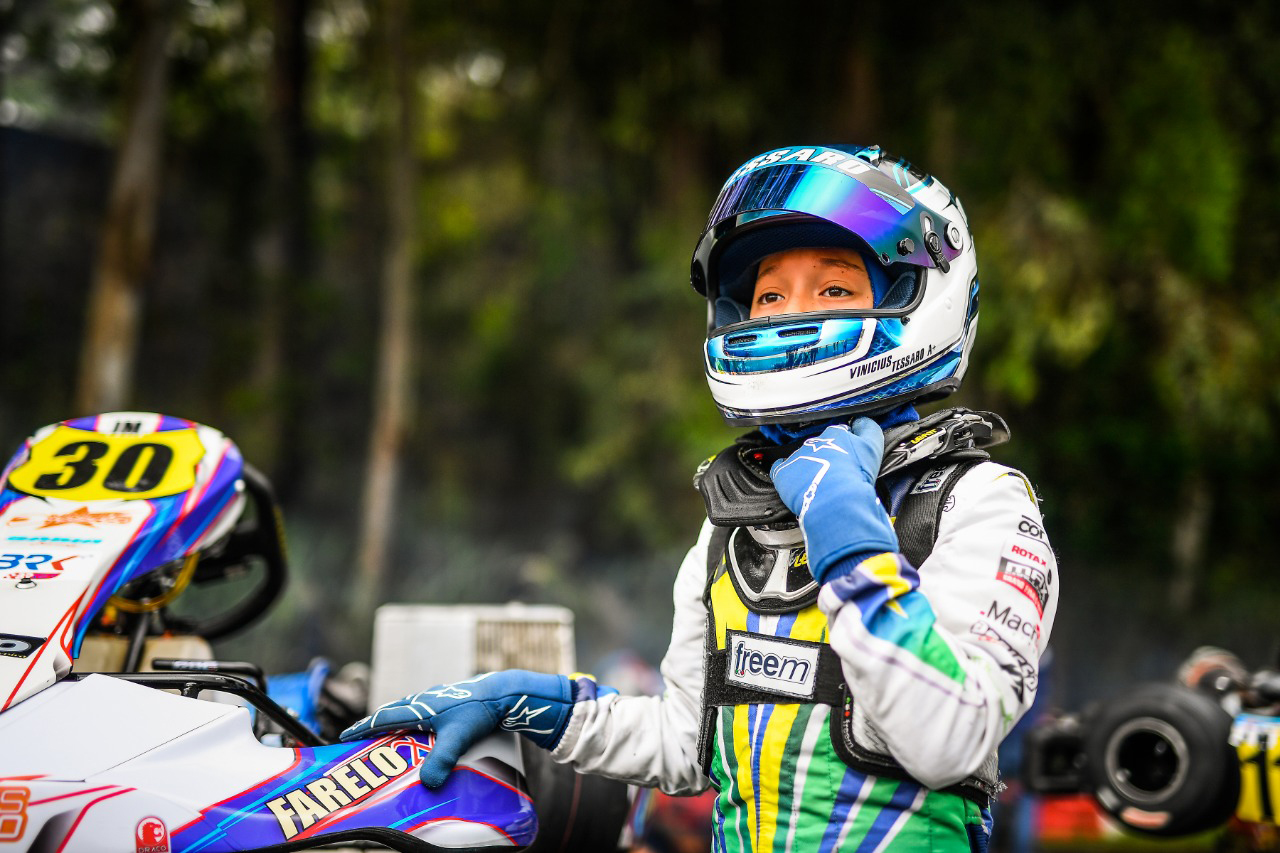 Photo of Kart – Vinícius Tessaro foi Top 10 no SKUSA e disputa o Rotax Max Finals pela segunda vez consecutiva
