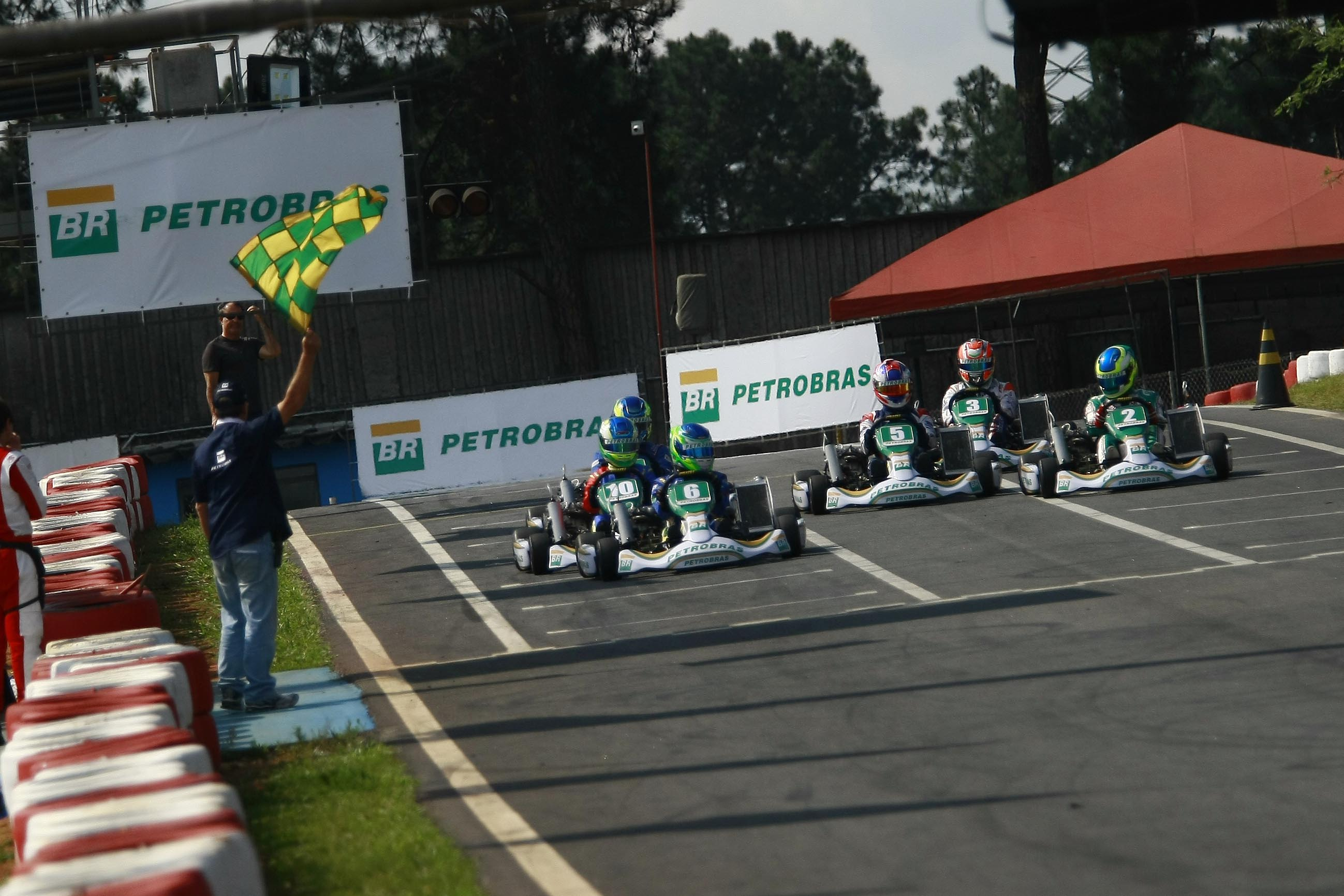 Photo of Stock Light – Seletiva de Kart Petrobras: Vencedores de 2018 vão acelerar os carros de turismo