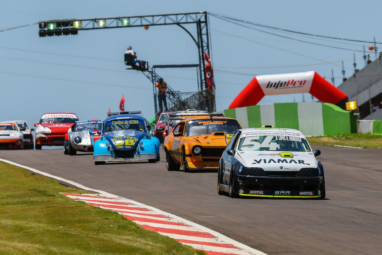 Photo of Cascavel de Ouro – Pilotos da Old Stock Race disputam a Cascavel de Ouro.