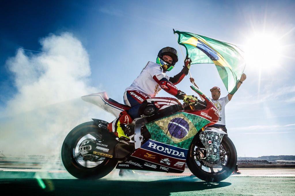 Photo of Motovelocidade –  Eric Granado ganha Capacete de Ouro como destaque internacional 2017