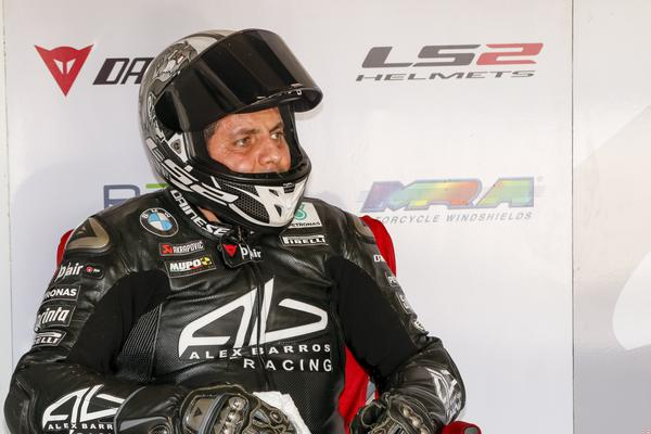 Photo of Superbike Brasil – Alex Barros Racing conquista 1ª e 2ª filas do grid da última etapa do SuperBike Brasil em Interlagos