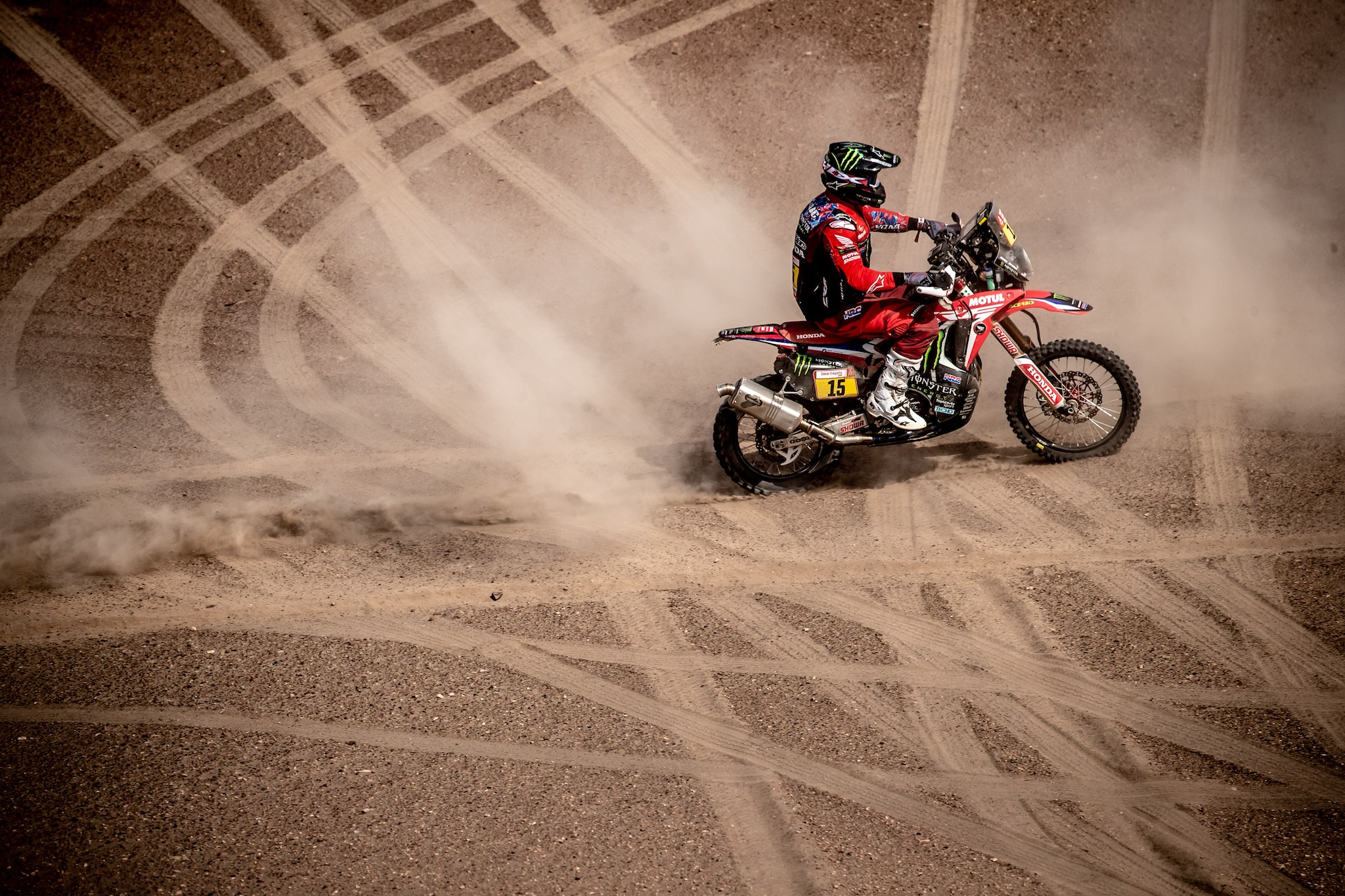 Photo of RALLY DAKAR – RICKY BRABEC, DO MONSTER ENERGY HONDA TEAM, CONTINUA LÍDER