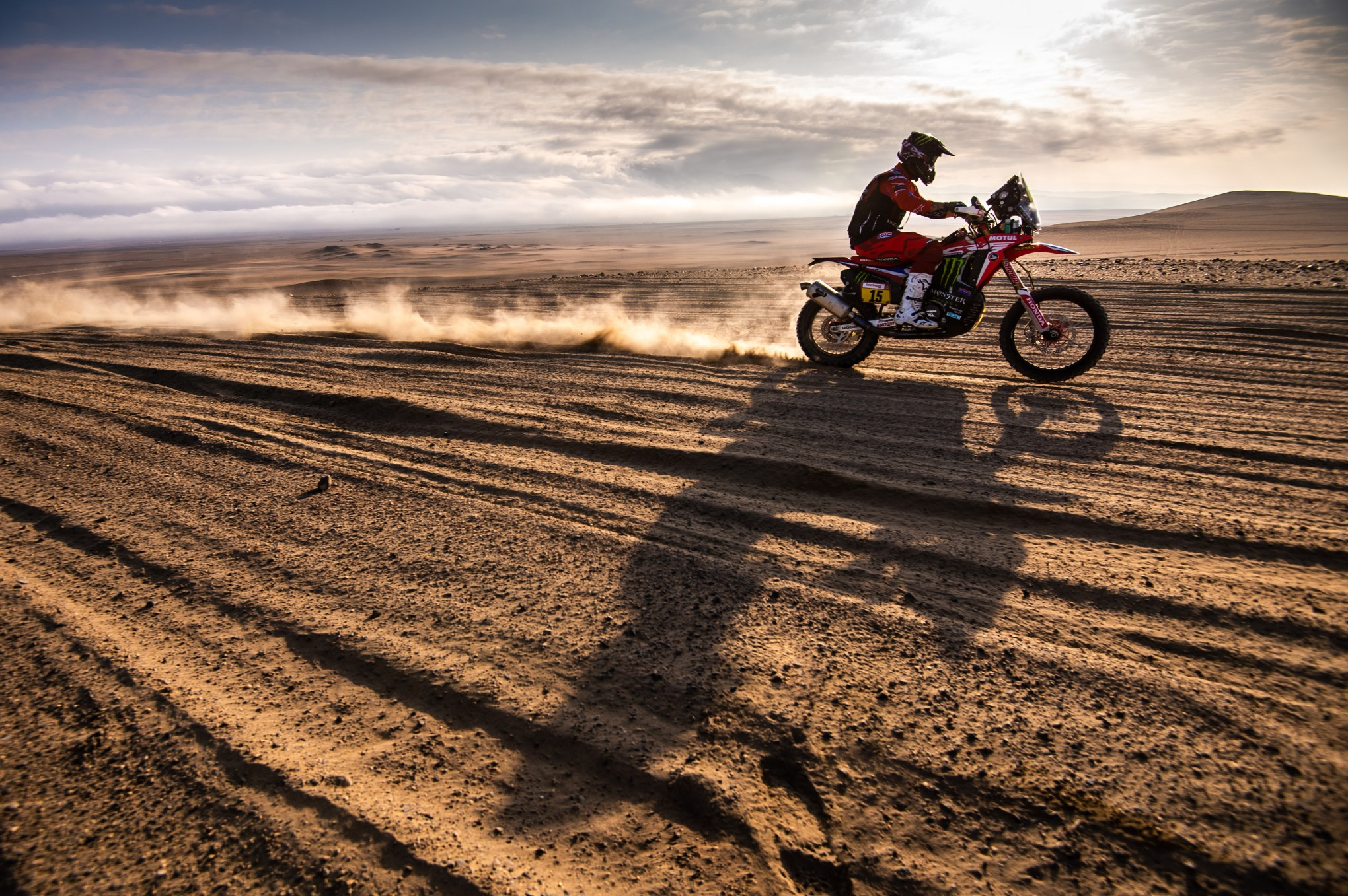 Photo of RALLY –  RICKY BRABEC RETOMA A LIDERANÇA DO DAKAR 2019 COM A MOTO HONDA CRF450 RALLY