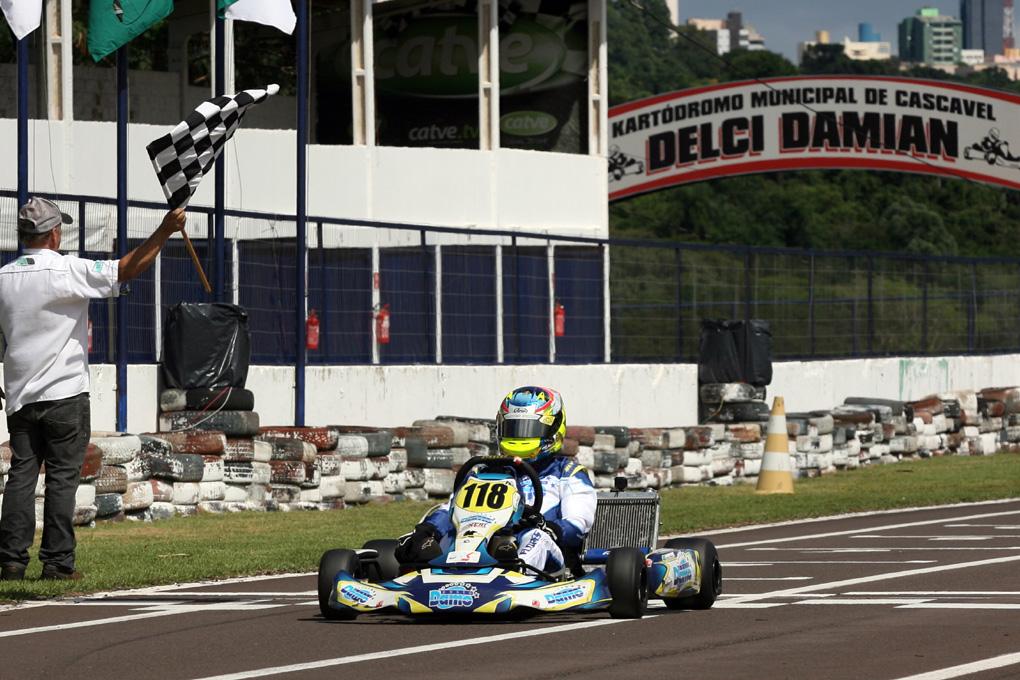 Photo of Kart – Júnior Flores inicia preparação para o Brasileiro com vitória em Cascavel
