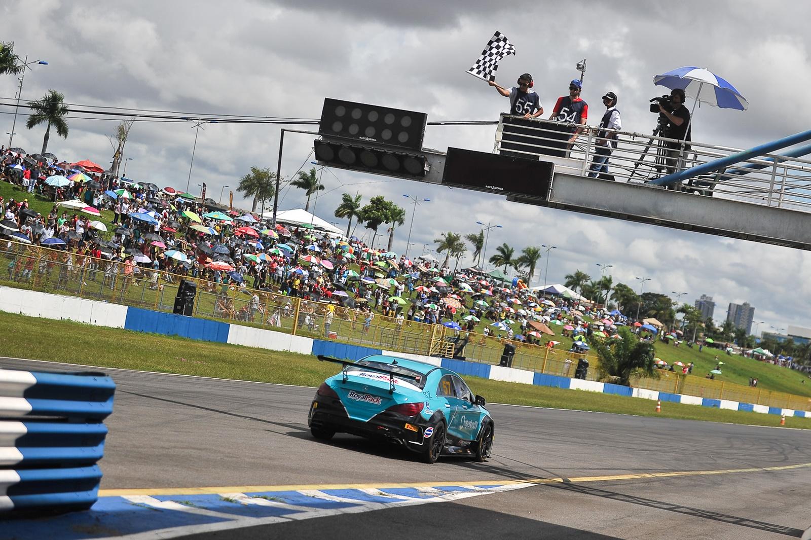 Photo of Mercedes-Benz Challenge – Tozzo e Simão vencem em Goiânia