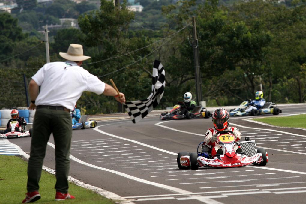 Photo of Kart – Piloto da Stock Car vence prova de kart em Cascavel