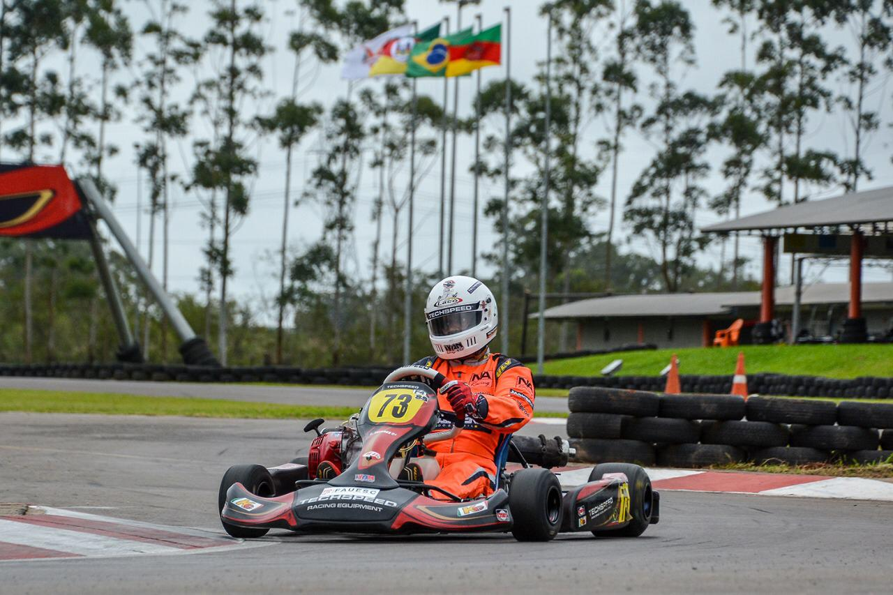 Photo of Kart – Luciano Tavares começou com vitória e liderança sua luta pelo tricampeonato sul-brasileiro de kart