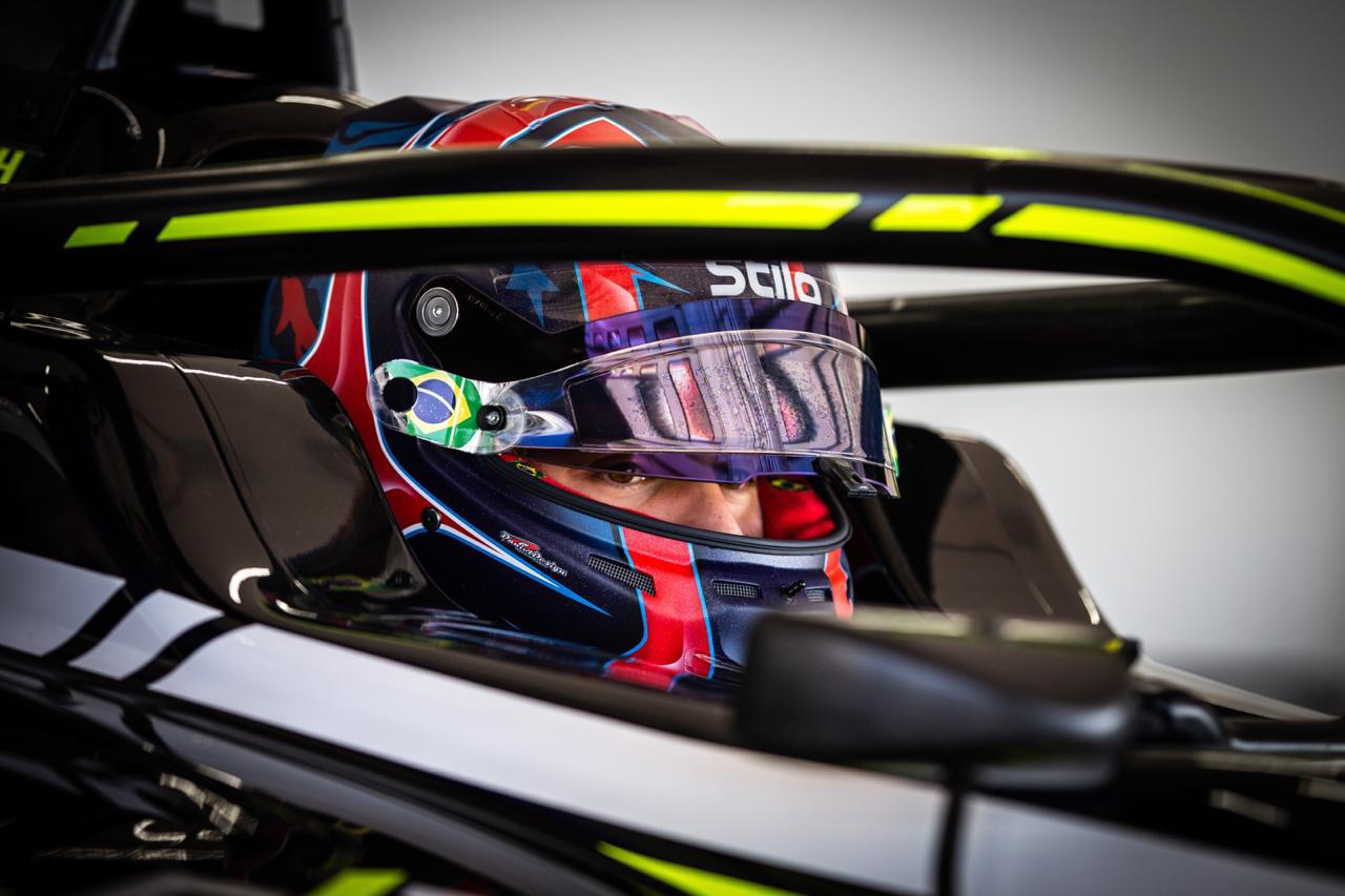Photo of F3 – Felipe Drugovich chega animado e confiante em Barcelona para sua estreia no Campeonato Fórmula 3 FIA