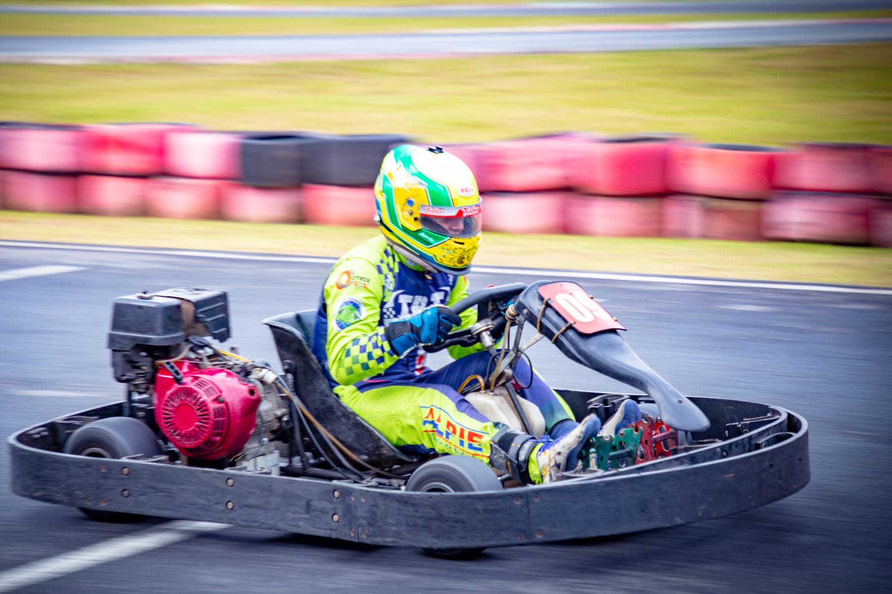 Photo of Kart – Alberto Otazu quer manter liderança em duas categorias da F-Kart