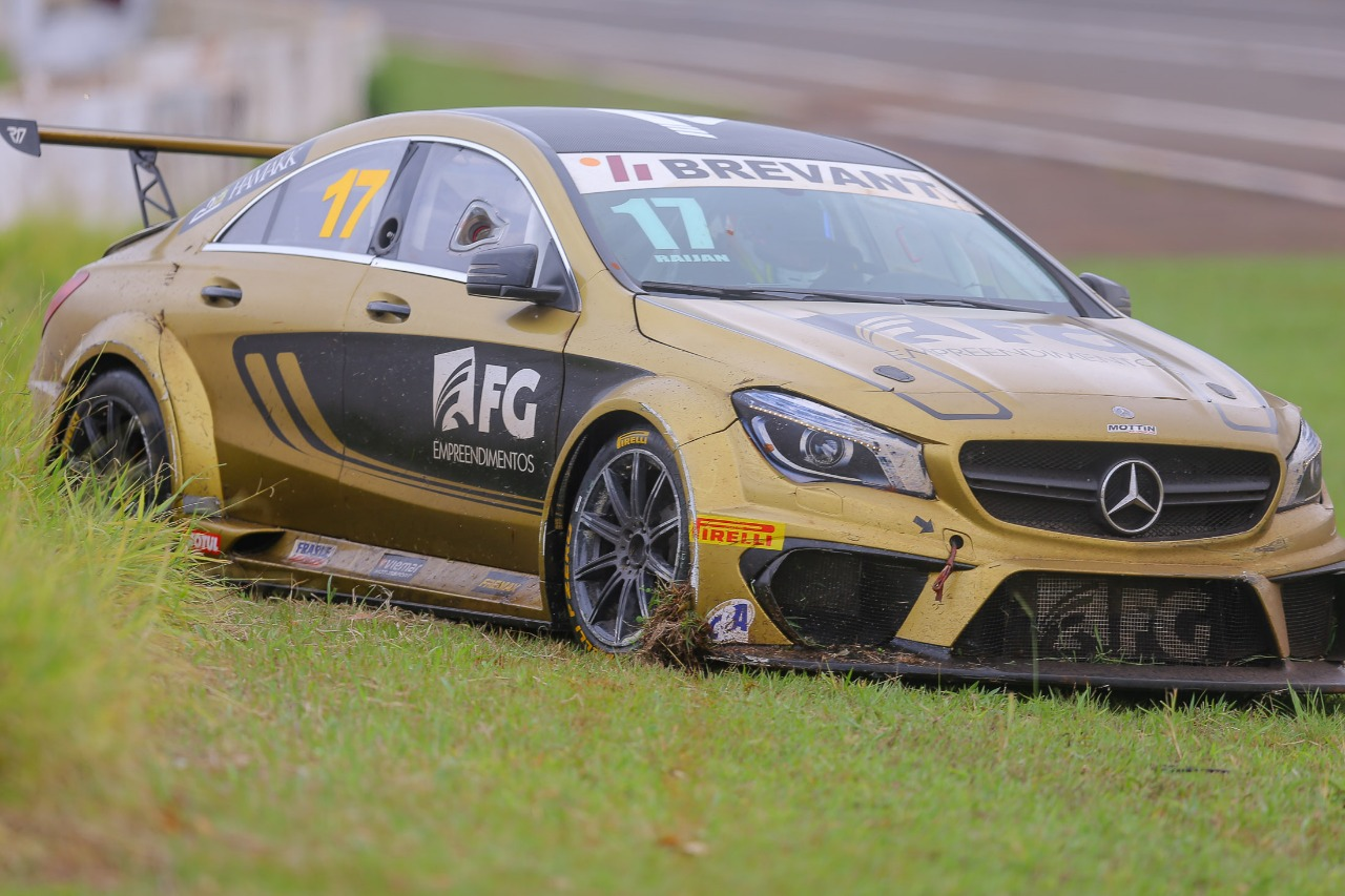 Photo of Mercedes-Benz Challenge – Flecha Dourada brilha em Londrina mas fica fora do pódio