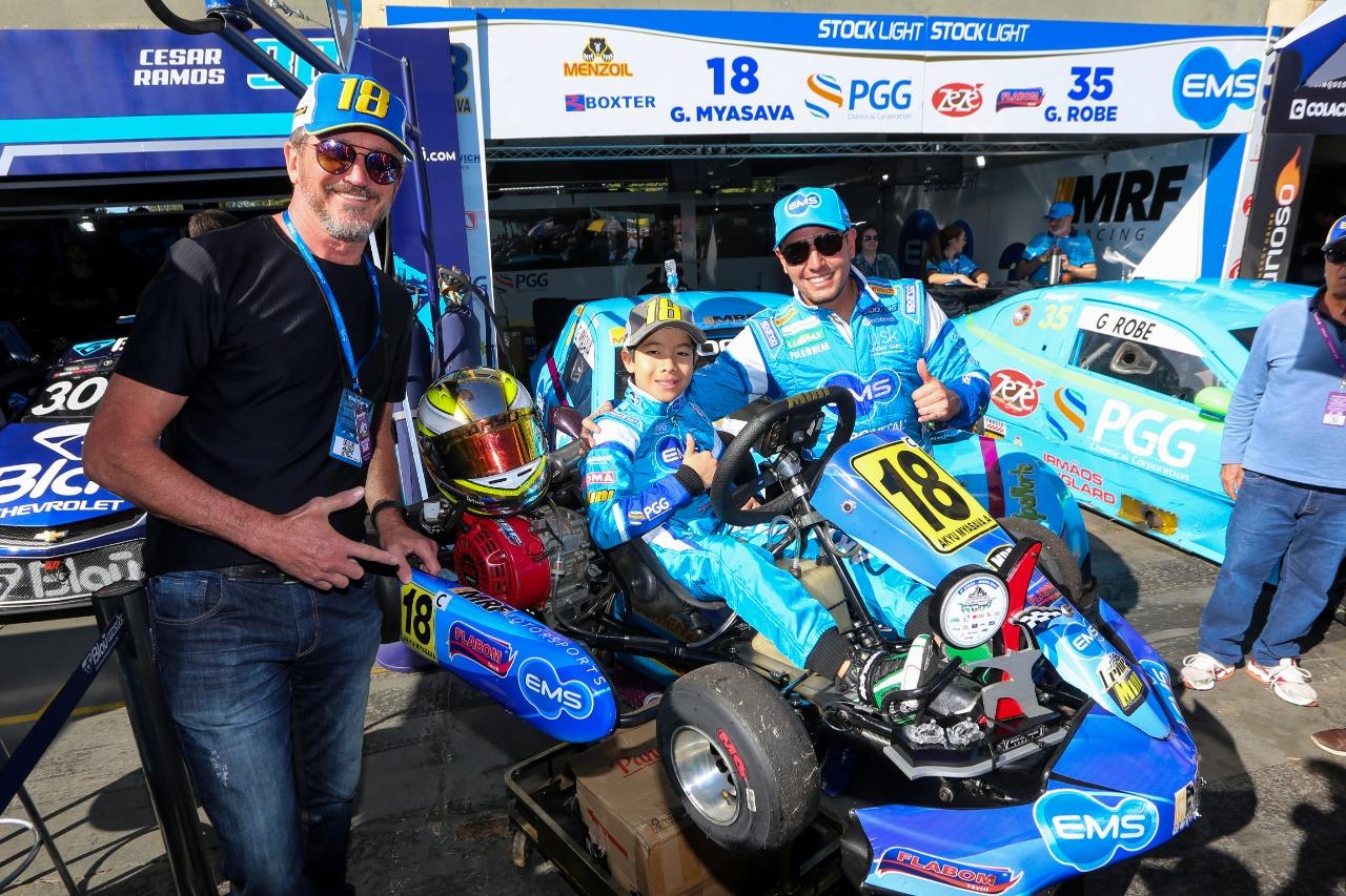 Photo of Kart – Akyu Myasava tem um fim de semana de piloto profissional