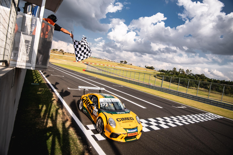 Photo of Porsche Cup – Em dia de Junior Program, Marcel Coletta reina pela Porsche Império Carrera Cup no Velo Città