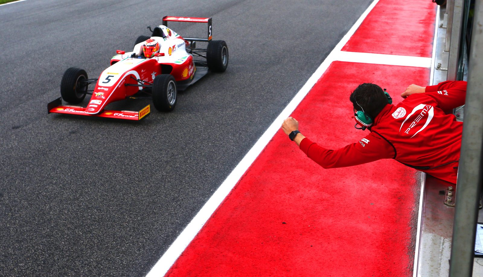 Photo of F4 – Gianluca Petecof conquista 26 posições em duas corridas e é destaque na F4 Alemã em Spielberg