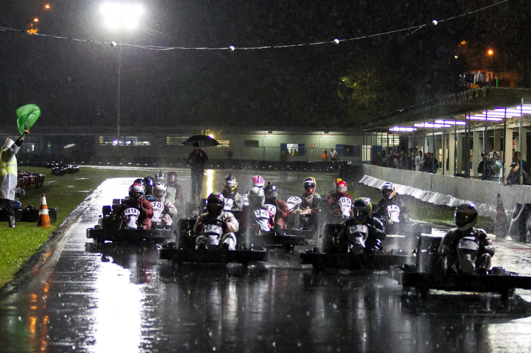Photo of Kart – Forte chuva não impede belas disputas na AKSP