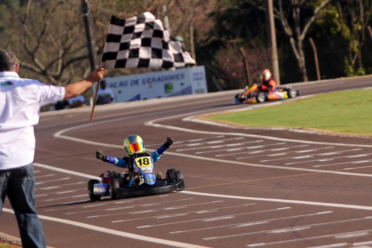 Photo of Kart – Vice-campeão da categoria Cadete, Akyu Myasava foi sensação no Open