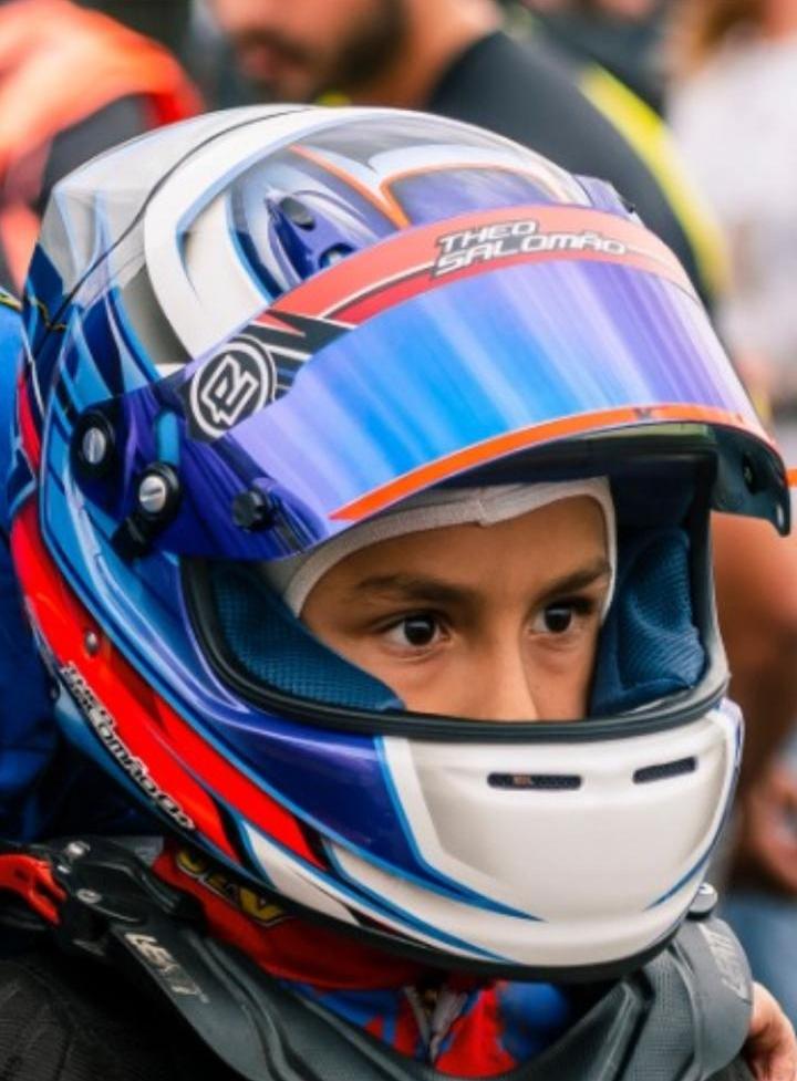 Photo of Kart – Theo Salomão treina em simulador de corridas e cumpre compromissos escolares de forma virtual