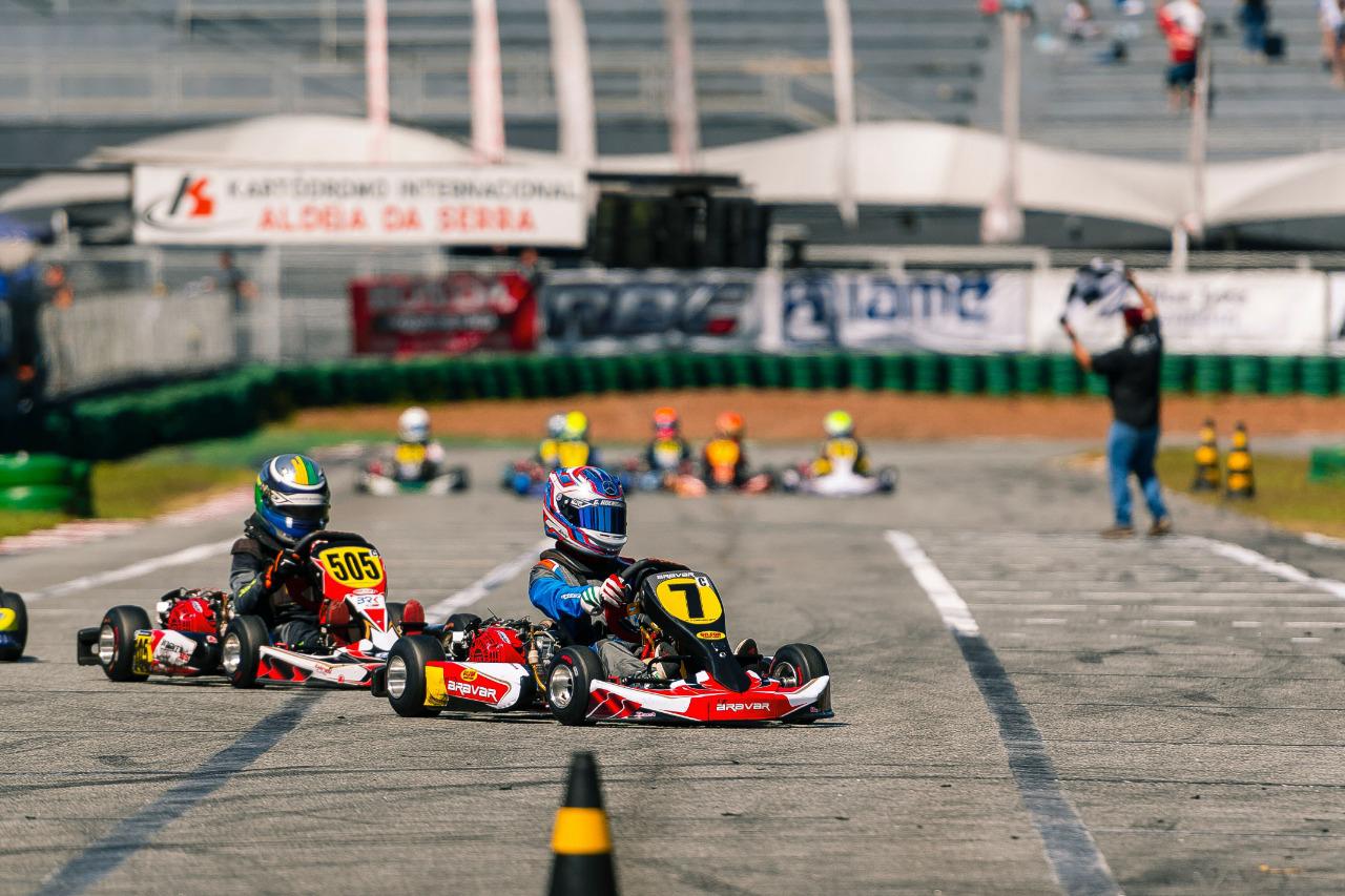 Photo of Kart – Gabriel Koenigkan venceu na Cadete e assumiu a liderança na Copa São Paulo Light de Kart