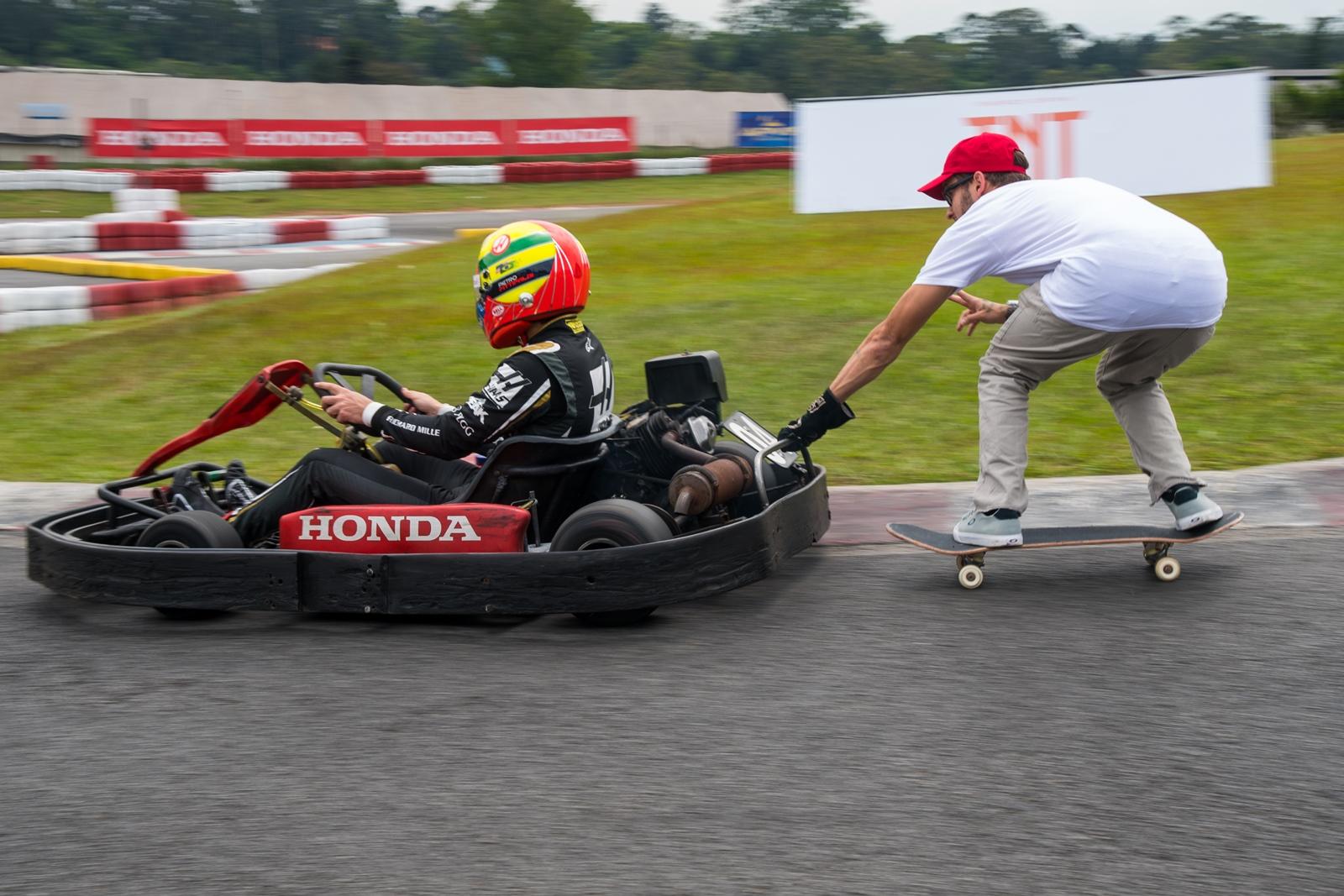 Photo of Kart – Pietro Fittipaldi disputa Desafio TNT de Kart com Felipe Giaffone e Rony Gomes