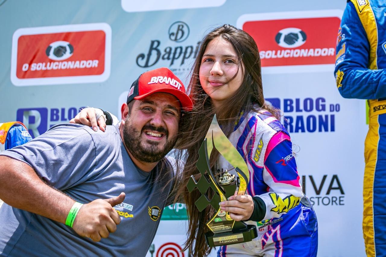 Photo of Kart – Isabelly Cruz conquista o vice-campeonato paranaense de kart após quatro meses afastada das pistas