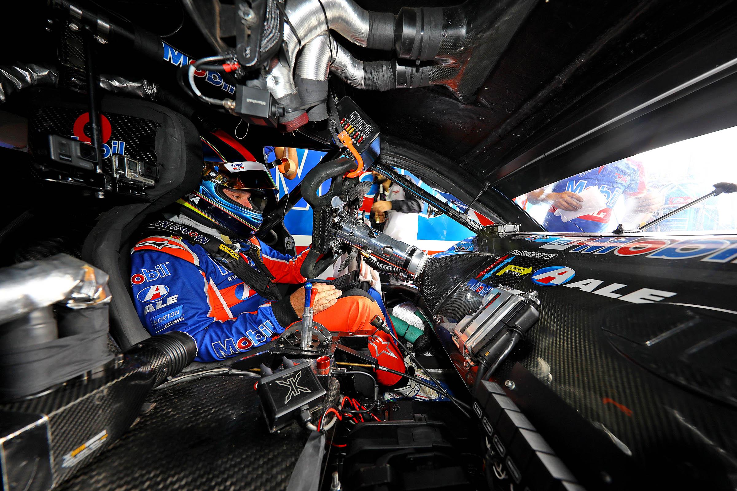 Photo of Stock Car – Rubens Barrichello celebra temporada e chance de poder disputar o título em Interlagos