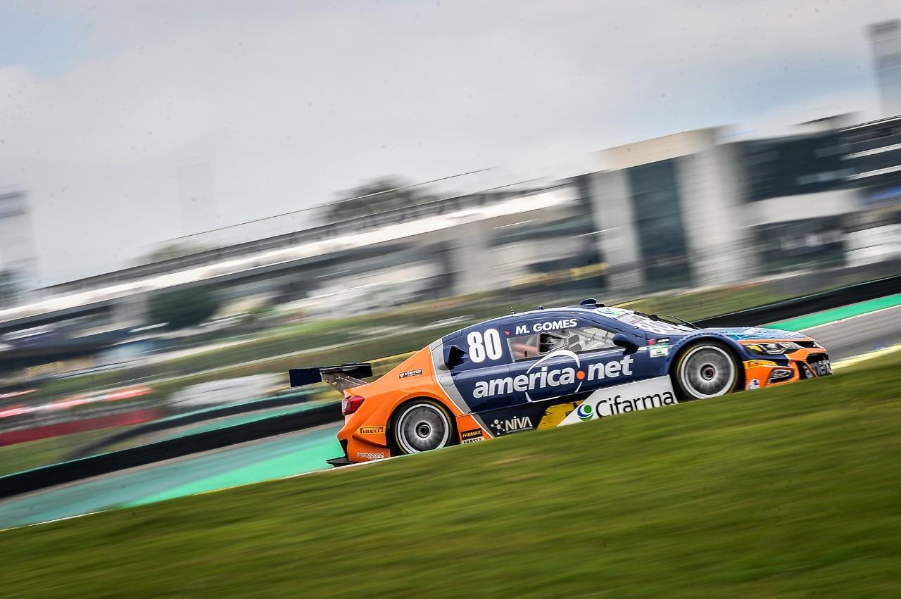 Photo of Stock Car – Marcos Gomes desbanca finalistas e faz pole da Grande Final