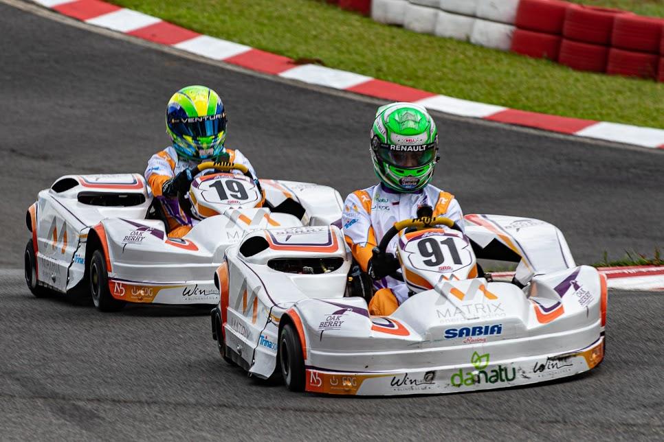 Photo of Kart – Collet celebra pódio nas 500 Milhas de Kart da Granja Viana ao lado de Massa e Di Grassi