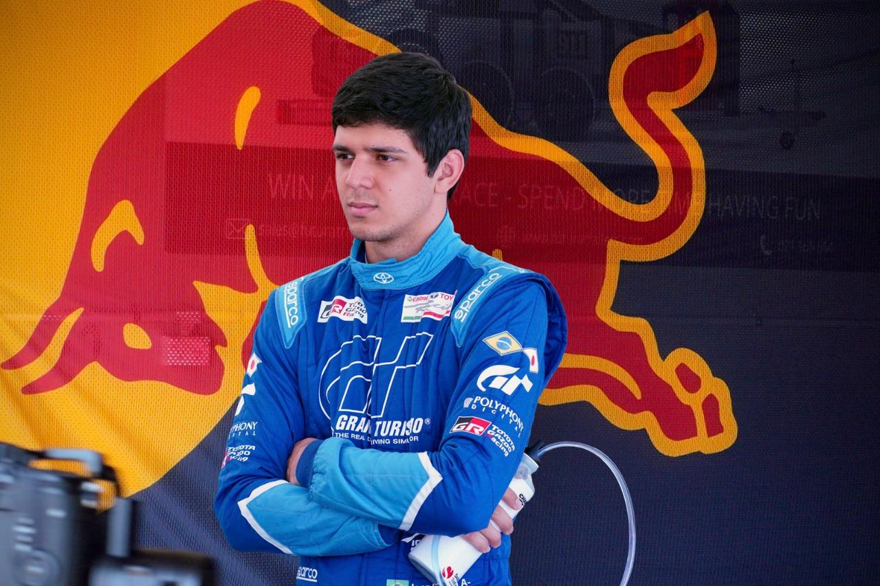 Photo of F3 – Fenômeno dos e-sports e pistas de verdade, Igor Fraga é o mais novo membro da Red Bull Junior Team para F3