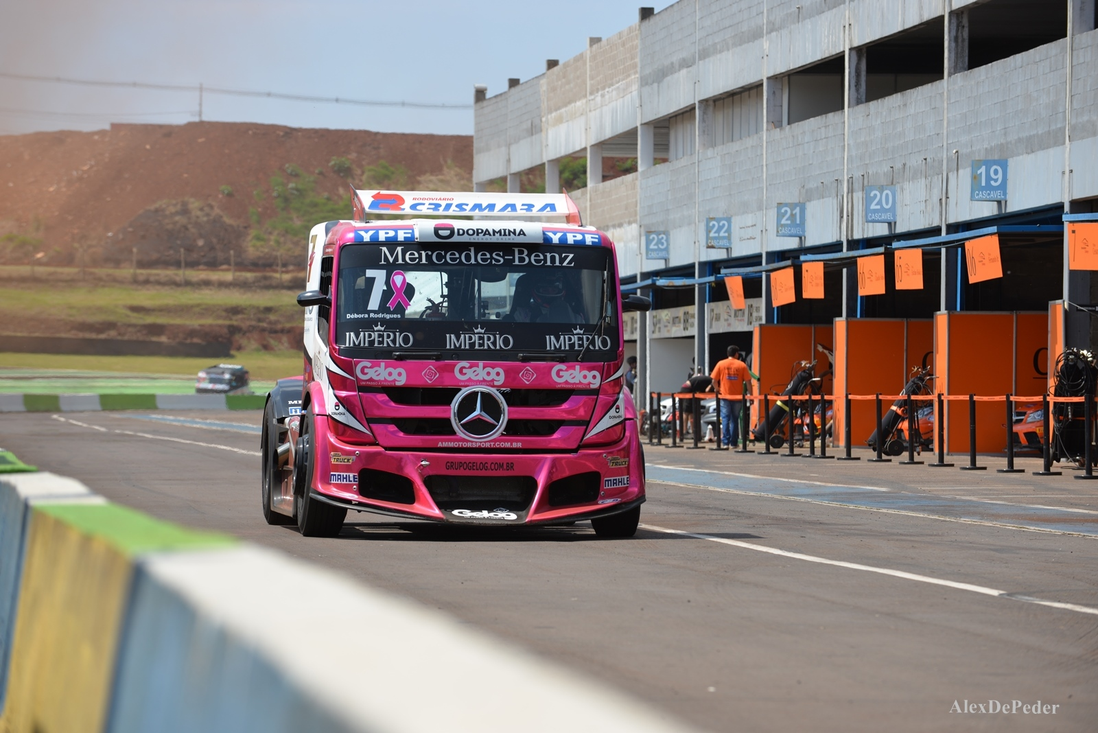 Photo of Truck –  Adaptada, Débora quer mais troféus com a Mercedes-Benz