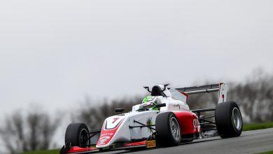 Photo of F3 – Roberto Faria chega em Top 10 nas três corridas da etapa de Donington National pela F3 Britânica